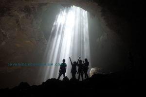 Caving Jomblang